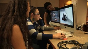 women_editing_clip045